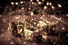 Año Nuevo, fondo del vintage de la Navidad con la caja de regalo de la Navidad Imagen de archivo libre de regalías