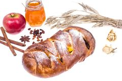 Año Nuevo judío de Rosh Hashanah del jalá, de la manzana y del miel-ejemplo en el fondo blanco Fotografía de archivo libre de regalías