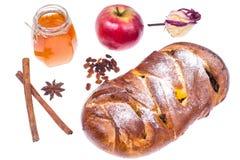 Año Nuevo judío de Rosh Hashanah del jalá, de la manzana y del miel-ejemplo en el fondo blanco Imagenes de archivo