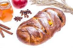 Año Nuevo judío de Rosh Hashanah del jalá, de la manzana y del miel-ejemplo en el fondo blanco Imagen de archivo