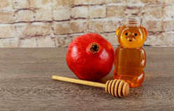 Año Nuevo judío Manzanas de Rosh Hashana, día de fiesta de las granadas de la miel Foto de archivo libre de regalías