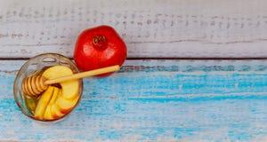 Año Nuevo judío - Rosh Hashanah - Apple y miel Imagen de archivo libre de regalías