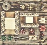 Año Nuevo, la Navidad, día de fiesta, objetos para los regalos que embalan paquetes y regalos por el Año Nuevo Foto de archivo
