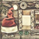 Año Nuevo, la Navidad, día de fiesta, objetos para los regalos que embalan paquetes y regalos por el Año Nuevo Imagenes de archivo