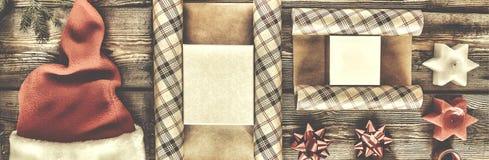 Año Nuevo, la Navidad, día de fiesta, objetos para los regalos que embalan paquetes y regalos por el Año Nuevo Imagen de archivo