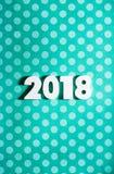 Año Nuevo: Números de madera para 2018 en la polca azul Dot Background Fotos de archivo