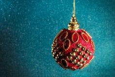 Año Nuevo Navidad La Navidad roja redonda juega en un CCB brillante Fotos de archivo libres de regalías
