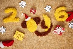 Año Nuevo 2016 Navidad Mono divertido con el plátano Fotos de archivo