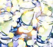 Año Nuevo Navidad Un partido en el club Cócteles en la barra Alcohol Imagenes de archivo