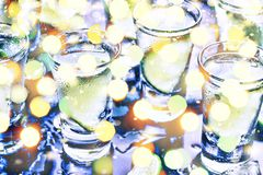 Año Nuevo Navidad Un partido en el club Cócteles en la barra Alcohol Fotos de archivo libres de regalías