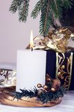 Año Nuevo o día de San Valentín romántico Detalle del candel blanco con Foto de archivo libre de regalías