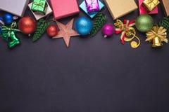 Año Nuevo o decoración de la Navidad para el concepto del día de fiesta en el st negro Foto de archivo