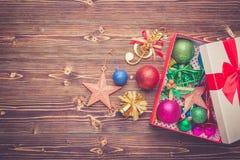 Año Nuevo o decoración de la Navidad para el concepto del día de fiesta en el wo marrón Imágenes de archivo libres de regalías