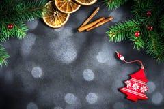 Año Nuevo o fondo de la Navidad con las luces del árbol y del bokeh de abeto Imagenes de archivo