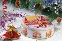 Año Nuevo o regalo de la Navidad en caja agradable Imagen de archivo libre de regalías