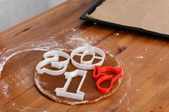 Año Nuevo 2017, panes de jengibre dulces de la prueba Imagenes de archivo