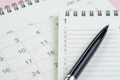 Año Nuevo para hacer la lista, metas o concepto de la blanco por la libreta con li Foto de archivo libre de regalías