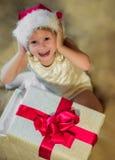 Año Nuevo, regalo del bebé alegre Imagen de archivo libre de regalías