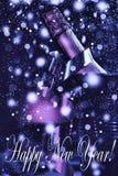 Año Nuevo ` S Eve, champán del Año Nuevo en un cubo de hielo Imagen de archivo libre de regalías