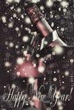 Año Nuevo ` S Eve, champán del Año Nuevo en un cubo de hielo Foto de archivo