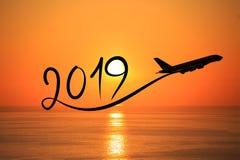 Año Nuevo 2019 volando el aeroplano en el aire en la salida del sol Fotografía de archivo libre de regalías