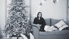 Año Nuevo y decoración de la Navidad, pino del día de fiesta, y juguetes almacen de metraje de vídeo