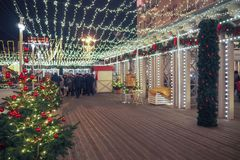 Año Nuevo y ferias y decoraciones de la Navidad en las calles de Moscú Imagenes de archivo