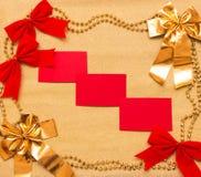 Año Nuevo y fondo de la Navidad del papel y de las decoraciones del oro Fotografía de archivo libre de regalías