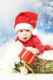 Año Nuevo y la Navidad - bebé en el sombrero de Papá Noel Foto de archivo libre de regalías