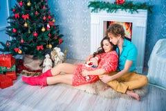Año Nuevo y la Navidad en el círculo familiar Imagen de archivo libre de regalías