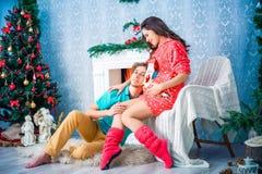 Año Nuevo y la Navidad en el círculo familiar Foto de archivo libre de regalías