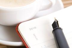 Año Nuevo y la primera taza de café Imagen de archivo libre de regalías