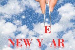 Año Nuevo y mano de la palabra con las pinzas Imagenes de archivo
