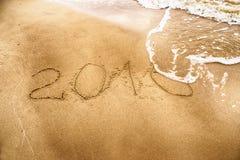 Año 2016 que dibuja en la arena Foto de archivo libre de regalías