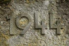 Año 1944 tallado en piedra Los años de Segunda Guerra Mundial Imagen de archivo libre de regalías