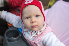 Años adorables del niño de la muchacha en parque Foto de archivo libre de regalías