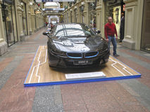 100 años de BMW Los grandes almacenes del estado moscú BMW i8 Foto de archivo libre de regalías