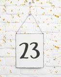 23 años de cumpleaños de la tarjeta de la fiesta con el árbol del número veinte con van Imagenes de archivo