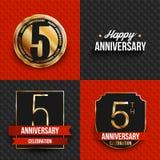 5 años de logotipos del aniversario en fondos rojos y negros Fotos de archivo