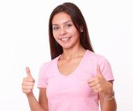 20-24 años de mujer joven con gesto aceptable Imagenes de archivo