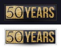 50 años del aniversario de bandera del oro en fondos oscuros y blancos Fotografía de archivo