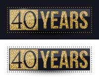 40 años del aniversario de bandera del oro en fondos oscuros y blancos Fotos de archivo