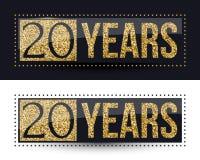 20 años del aniversario de bandera del oro en fondos oscuros y blancos Imágenes de archivo libres de regalías