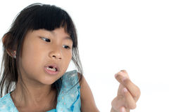 6 años del niño han perdido el diente de bebé Fotografía de archivo