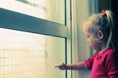 4 años lindos de la muchacha Foto de archivo libre de regalías