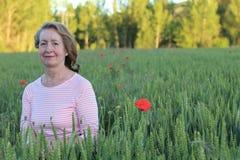 60 años naturales de la señora en naturaleza Fotografía de archivo libre de regalías