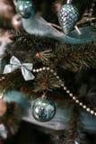 Años Nuevos de decoraciones del árbol Fotografía de archivo