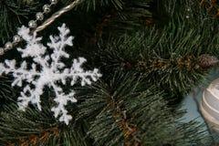 Años Nuevos de decoraciones del árbol Imagen de archivo