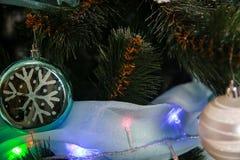 Años Nuevos de decoraciones del árbol Fotografía de archivo libre de regalías