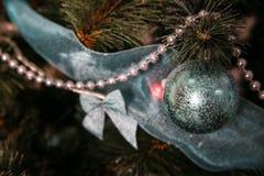 Años Nuevos de decoraciones del árbol Fotos de archivo libres de regalías